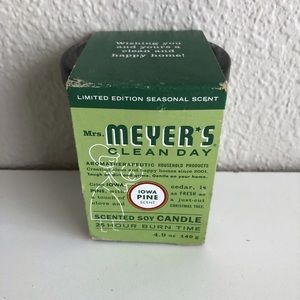 Mrs Meyers Holiday Limited Edition Iowa Pine Soy Candle 4.9 oz Christmas Tree